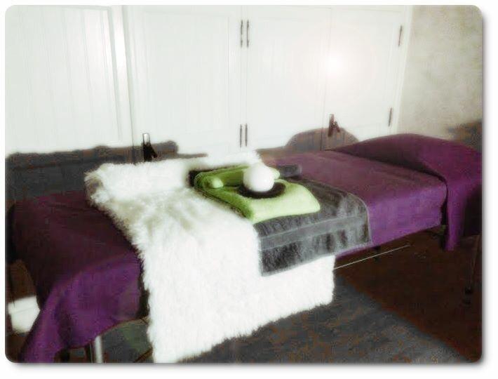 La réflexologie plantaire sera reçue sur une table de massage